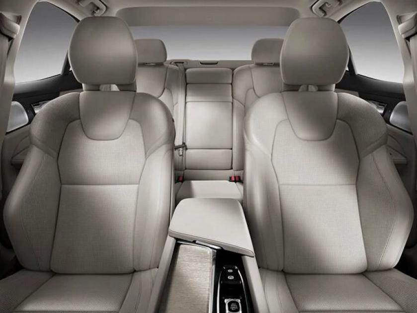 Салон нового Volvo S60 2020